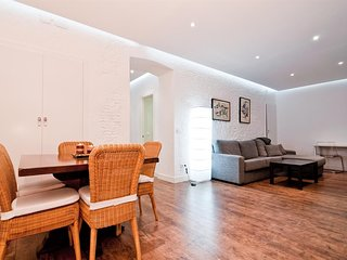 Apartment 268 m from the center of Madrid with Lift (402788)