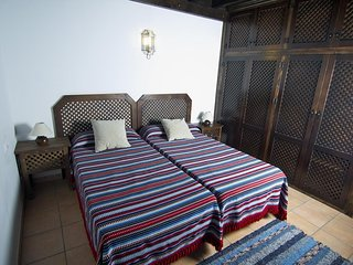 Spacious apartment in the center of Granada with Internet