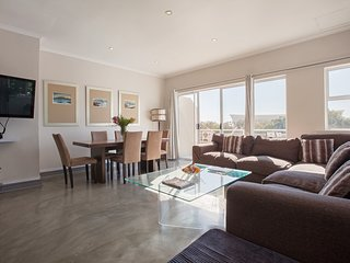 Apartment 1.3 km from the center of Cape Town with Internet, Parking, Balcony, W