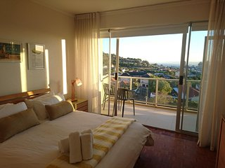 Apartment 894 m from the center of Cape Town with Internet, Lift, Balcony, Washi
