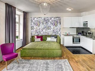 Spacious apartment in the center of Prague with Lift, Parking
