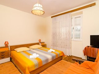 Cozy room close to the center of Dubrovnik with Internet