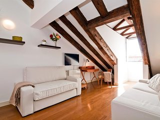 Apartment in the center of Madrid with Internet, Air conditioning, Lift, Washing