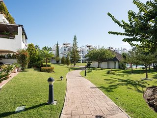 Apartment a short walk away (297 m) from the 'Playa Linda Vista' in Marbella wit