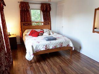 Rose Cottage Room #1 Large Queen - Niagara Falls CANADA