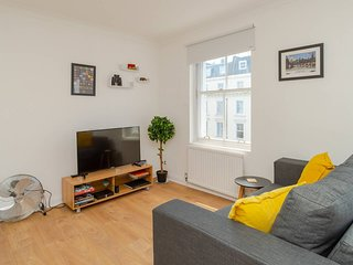 Bright Studio Flat, Amazing Location!