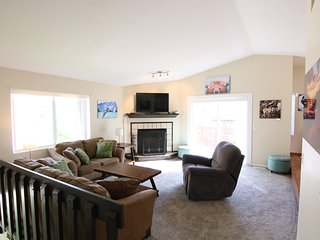 Spacious and bright 4b/2ba, quiet & centrally located!