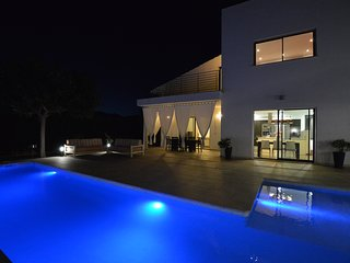MODERN VILLA IN INCA WITH POOL