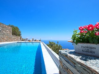 Villa Helios -spacious villa with infinity pool