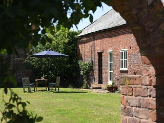 THE BARN HOUSE, spacious barn conversion, near Ruyton-XI-Towns