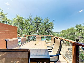 Gated 3BR w/ Lake Travis Views - Includes Pool, Tennis, & Boat Ramp!