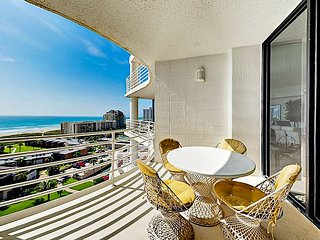 Classy Updated 2BR/2.5BA Condo w/ Resort Amenities - Breathtaking Ocean Views