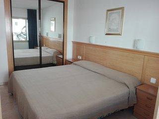 Dormitorio. Dos camas individuales de 90 cm. Armario empotrado.