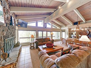 Gorgeous 4BR/4BA + Den, Snowmass Home Close to Slopes w/ Views