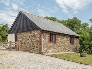 JENNY WREN, en-suite facilities, dogs welcome, wodburner in Bradworthy near Bude