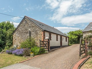 WOODPECKER COTTAGE, woodburner, en-suite, garden in Bradworthy Ref 18274