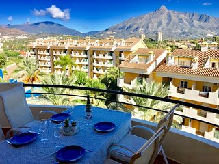PUERTO BANUS: 3 bedroom, 4 bathrooms. New furniture!