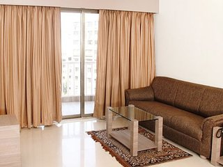 Contemporary 2-BR apartment, close to Powai Lake