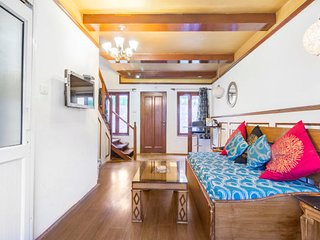 Generous room for couples, 1 km from Manaslu River