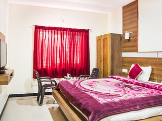 Cosy boutique room near Ooty Lake