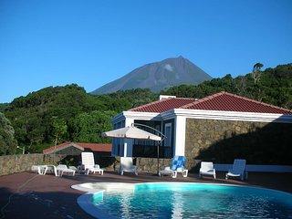 Casa do Ananas - Cliff Top Villa With Gardens & Private Pool