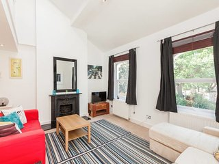 Elegant 2 Bed Maisonette in West Kensington