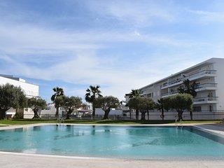 Luxurious frontline apartment, Lagos Marina with shared pool, sleeps 4