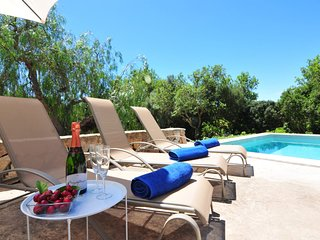 Finca Son Torró-Landviews-Pool-BBQ-Ideal Family