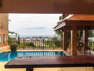 Seaview pool villa in Patong, boxing bag, foosball table, darts and fun - 50pee