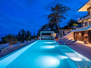 Villa Aura - Luxury Pool Villa with 180° view