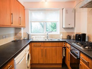 BOURNECOAST: Two bedroom apartment just outside Bournemouth town centre - FM6164