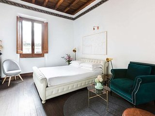 In the heart of Campo de Fiori, large and modern apartment for 12 guests
