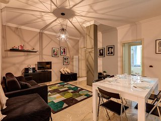 Spanish steps and Trevi Fountain apartment for 8 guests