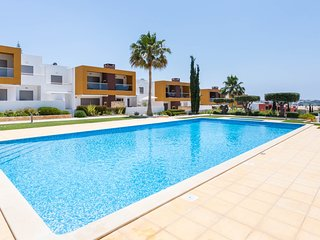 Vitismar R Modern ground floor apt in quality complex, 3 pools, garden, AC, WiFi