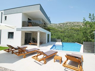 Villa Zora Modern and luxurious villa with private pool & sauna, 4 bedrooms