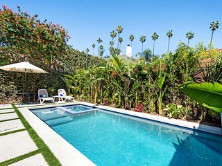 LUXE &TRENDY W HOLLYWD AREA GATED ESTATE W/ POOL&SPA&FIRE PIT/BBQ NR RUNYON CYN