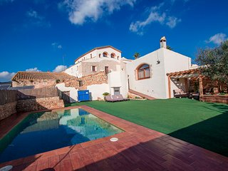 Countryside villa for 13 near Spanish vineyards, only 30 min from Sitges beach