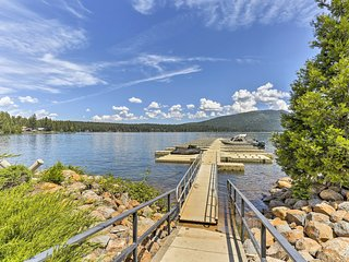 Private Home Just Steps from Lake Almanor w/Patio!