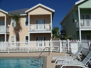 'Serenity by the Sea ' townhouse 2br/2,5 ba , pool , short walk to the beach !!!
