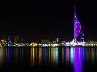 Spacious 2 Bed Apartment with view of Spinnaker Tower & Lift & free parking