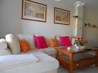 Apartamento INTERNET fibra óptica de 100 MG, gratis. a 150 m de playa y centro.