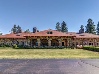 Lakefront mansion w/private pool, hot tub, firepit, and direct lake access