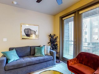 NEW LISTING! Modern condo w/shared pool & hot tub, fitness room & free WiFi