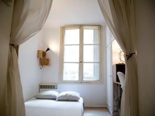 Rue perronet . Great Apt in the Heart of Saint Germain des Pres