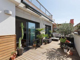 Modern 2 bed penthouse with 45sqm terrace