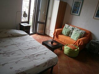 Apartment 180 m from the center of Palermo with Air conditioning, Parking, Balco