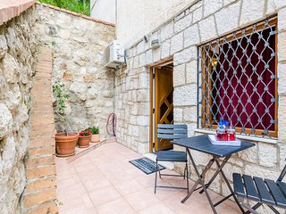 Cozy apartment very close to the centre of Dubrovnik with Internet, Air conditio