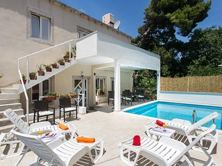 Studio apartment 1.2 km from the center of Dubrovnik with Internet, Pool, Air co