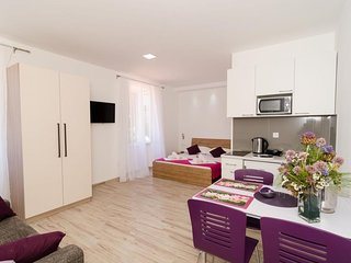 Cosy studio close to the center of Dubrovnik with Internet, Terrace
