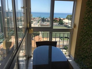 Apartment a short walk away (298 m) from the 'Playa de El Palo' in Málaga with I